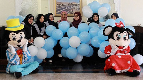 نفط عمان تحتفل بالقرنقشوة مع أكثر من 80 طفلا في مستشفيات النهضة وخولة في مسقط
