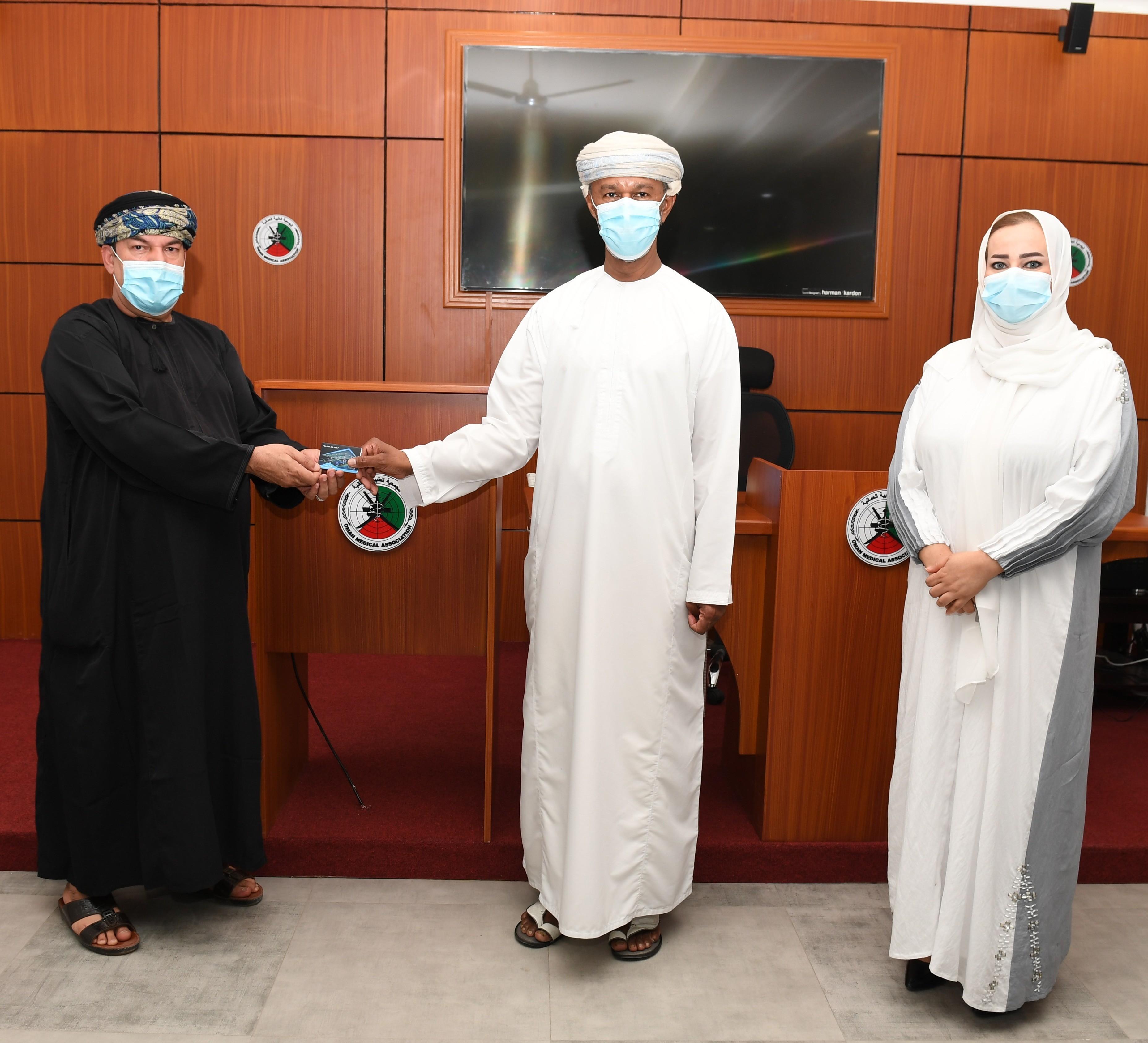 شركة النفط العُمانية للتسويق تتبرع بقسائم وقود إلى متطوعي الأطقم الطبية المشاركين في مواجهة جائحة فيروس كوفيد - 19